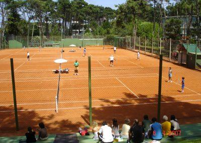 canchas-de-tenis-con-gente